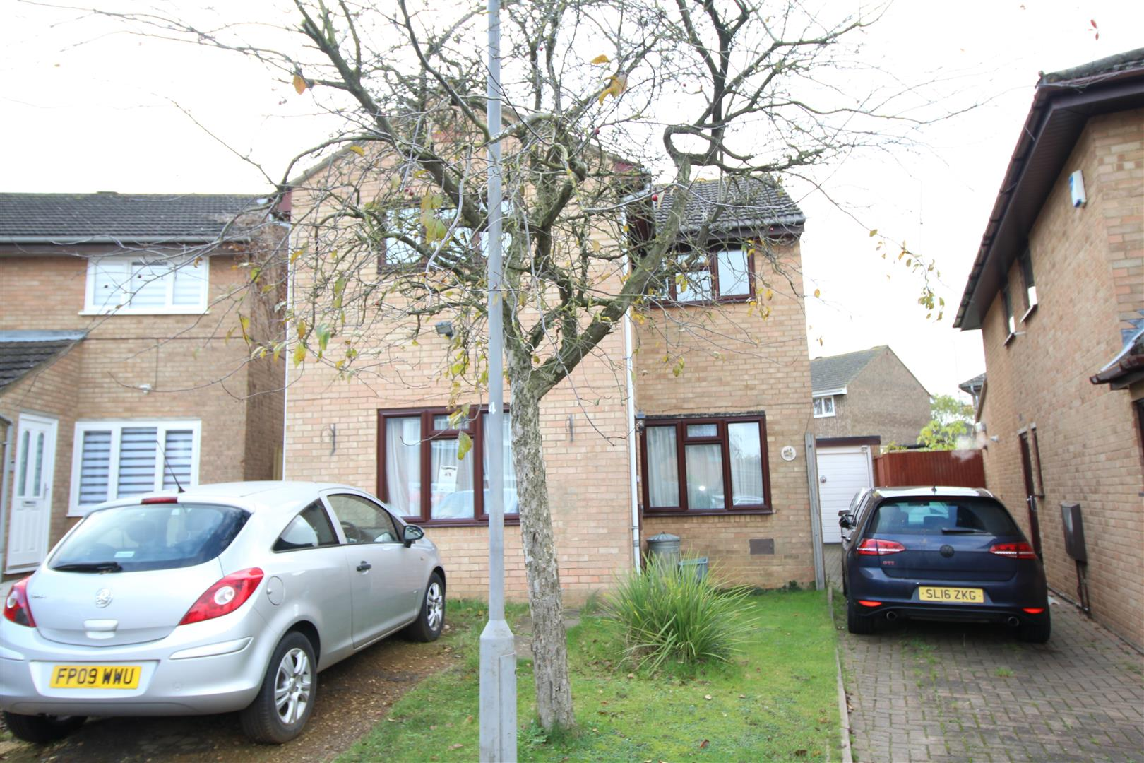4-5 BEDROOM DETACHED HOUSE. This spacious detached house is in need of a little TLC but is offered at a  competitive price to take this into account. The property offers versatile accommodation with a ground floor bedroom 5 or a second reception room. Th